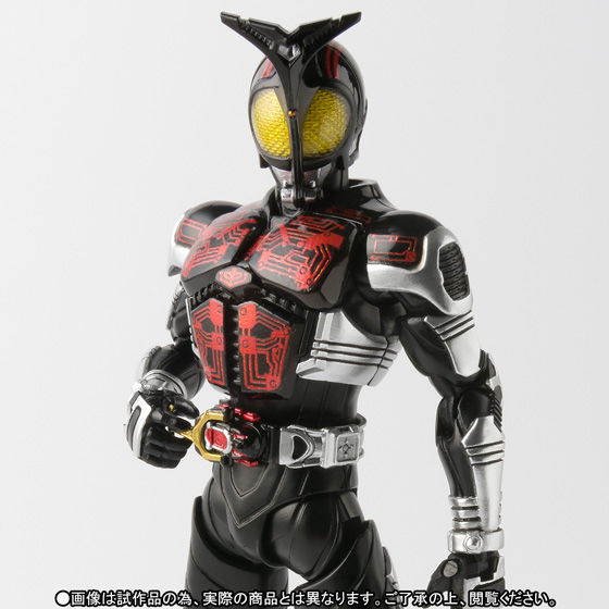 S.H.Figuarts(真骨彫製法) 仮面ライダーダークカブト 01