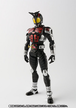 S.H.Figuarts(真骨彫製法) 仮面ライダーダークカブト 02