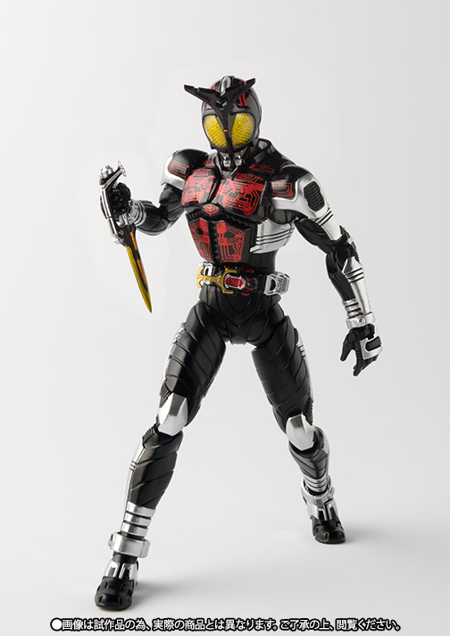 S.H.Figuarts(真骨彫製法) 仮面ライダーダークカブト 04