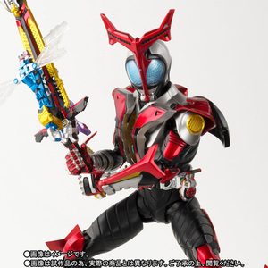 S.H.Figuarts(真骨彫製法) 仮面ライダーカブト ハイパーフォーム 01